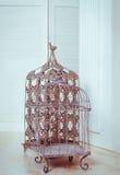 Decoratieve metaalbirdcage Stock Fotografie