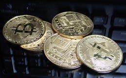 Decoratieve muntstukken van crypto munt Stock Fotografie