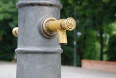Decoratieve openbare kraan met drinkbaar water royalty-vrije stock afbeelding