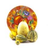 Decoratieve pompoenen en plaat Stock Foto