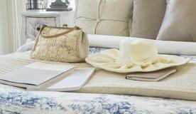 Decoratieve reeks met uitstekende zak, hoed, boeken Royalty-vrije Stock Fotografie