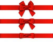 Decoratieve rode boog met horizontaal die lint op wit wordt geïsoleerd Vectorreeks bogen voor paginadecor Royalty-vrije Stock Afbeelding