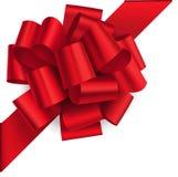 Decoratieve rode die boog op de hoek met diagonaal lint op wit wordt geïsoleerd Vectorboog voor paginadecor Royalty-vrije Stock Afbeeldingen