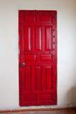 Decoratieve rode houten deur Royalty-vrije Stock Foto