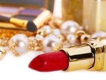 Decoratieve schoonheidsmiddelen met lippenstift. stock afbeeldingen