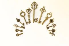 Decoratieve sleutels van verschillende grootte, gestileerde antiquiteit stock fotografie