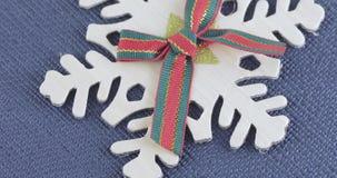Decoratieve sneeuwvlok met een boog stock footage