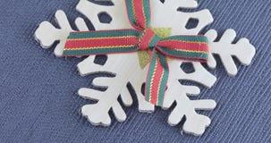 Decoratieve sneeuwvlok met een boog stock videobeelden