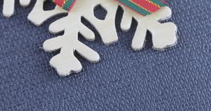 Decoratieve sneeuwvlok met een boog stock video
