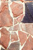 Decoratieve steenachtergrond, textuur van een steen voor het verfraaien van voorgevels van gebouwen en interne muren Verticale fo stock afbeeldingen