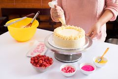 Decorating cake Royalty Free Stock Photos
