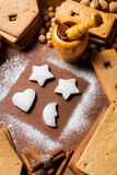 Decorating gingerbread cookies Royalty Free Stock Images