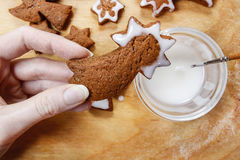 Decorating gingerbread cookies for christmas Stock Images