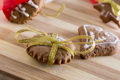 Decorating gingerbread cookies with colourfull ribbons Royalty Free Stock Images