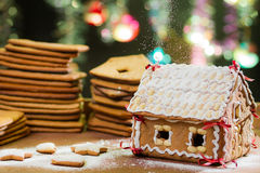 Decorating gingerbread cottage Royalty Free Stock Photography