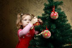 Decorating a tree Royalty Free Stock Images