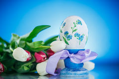Decorative easter egg with a bouquet of spring tulips Royalty Free Stock Images