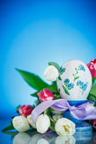 Decorative easter egg with a bouquet of spring tulips Stock Photography