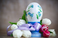 Decorative easter egg with a bouquet of spring tulips Stock Images
