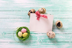 Decorative Easter eggs and empty tag on wooden background. Royalty Free Stock Photos