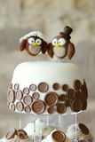 Decorative owls on top of a wedding cake Royalty Free Stock Photography