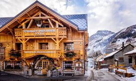 Free Decorative Traditional Alpine Wooden House And Hotel Stock Photo - 169004860