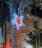 Decorativo adornado para la calle de Sederot Ben Gurion de las celebraciones de la Navidad en Haifa en Israel Fotos de archivo