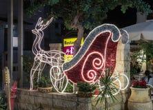 Decorativo adornado para la calle de Sederot Ben Gurion de las celebraciones de la Navidad en Haifa en Israel Imagen de archivo libre de regalías