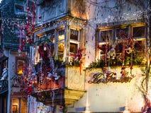 Decorazione all'aperto di natale della casa a Strasburgo Immagini Stock