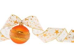 Decorazione arancione di natale con il nastro riccio Fotografia Stock Libera da Diritti