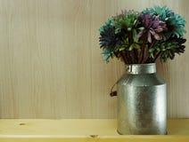 Decorazione artificiale variopinta della casa del fiore della margherita Immagini Stock Libere da Diritti