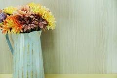 Decorazione artificiale variopinta della casa del fiore della margherita Fotografia Stock Libera da Diritti