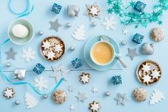 Decorazione blu di Natale su legno Fotografie Stock Libere da Diritti