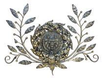 Decorazione bronzea del leone e floreale del modello isolata sopra bianco Fotografia Stock