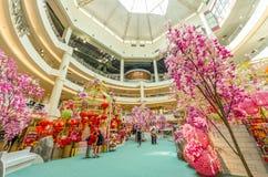 Decorazione cinese del nuovo anno in metà di valle Megamall La gente può l'esplorazione veduta e comperare intorno  Fotografia Stock