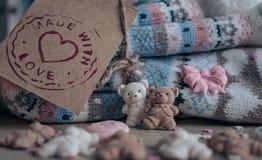 Decorazione culinaria fatta a mano e calzini tricottati immagini stock libere da diritti