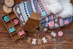 Decorazione culinaria fatta a mano e calzini tricottati immagine stock