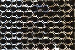 Decorazione d'acciaio ondulata su una finestra Fotografie Stock