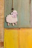 Decorazione d'attaccatura fatta a mano delle pecore bianche Fotografia Stock Libera da Diritti