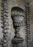 Decorazione dalle ossa e dai crani umani Immagine Stock