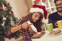 Decorazione dei biscotti di Natale del pan di zenzero fotografia stock libera da diritti