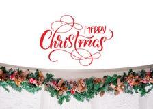 Decorazione dei rami attillati con i germogli ed il Buon Natale del testo Iscrizione di calligrafia Fotografia Stock Libera da Diritti