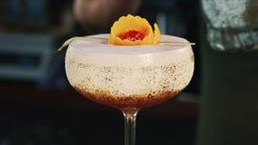 Decorazione del cocktail del primo piano archivi video