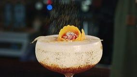 Decorazione del cocktail del primo piano stock footage