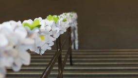 Decorazione del fiore di carta sul corrimano della scala Immagini Stock Libere da Diritti