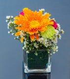 Decorazione del fiore sulla tavola immagine stock libera da diritti