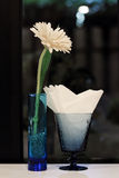 Decorazione del fiore sulla tavola Fotografia Stock Libera da Diritti