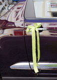 Decorazione del nastro dell'automobile di nozze Fotografia Stock Libera da Diritti