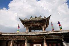 Decorazione del tetto in un tempio buddista fotografia stock libera da diritti