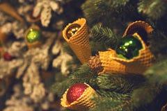 Decorazione dell'albero di Natale con la candela Fotografia Stock